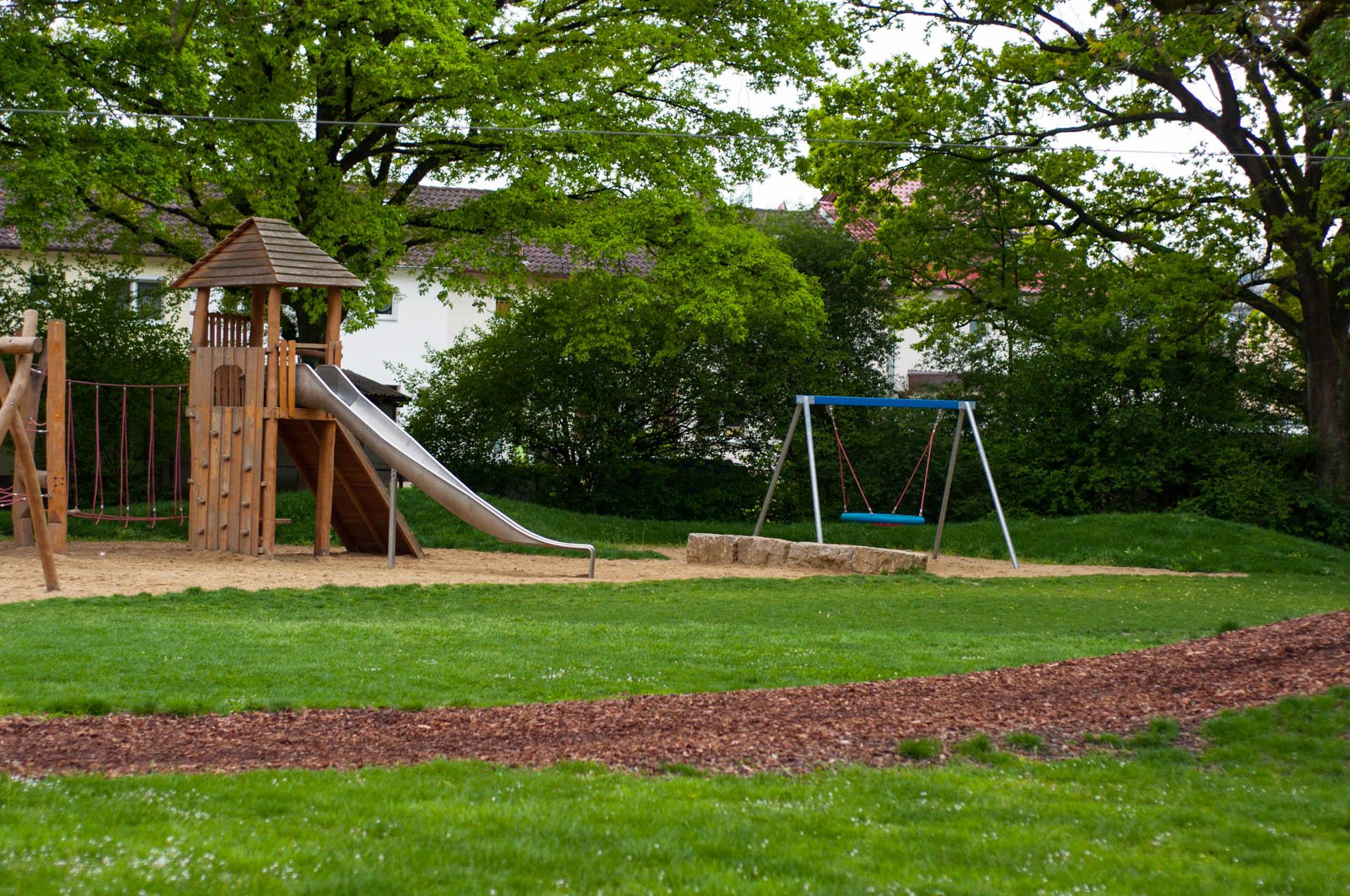 Горка на детской площадке