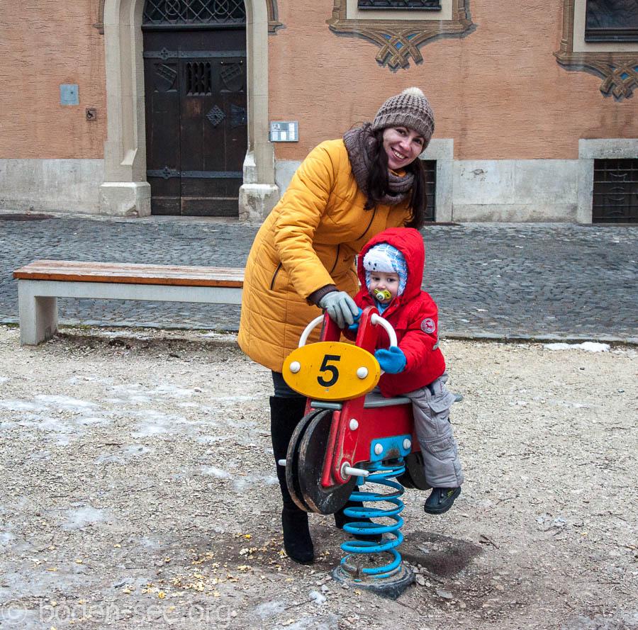 на детской площадке в Ульме