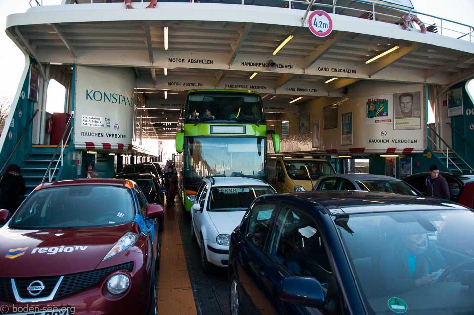 Рейсовый автобус загрузился на паром Меерсбург-Констанц