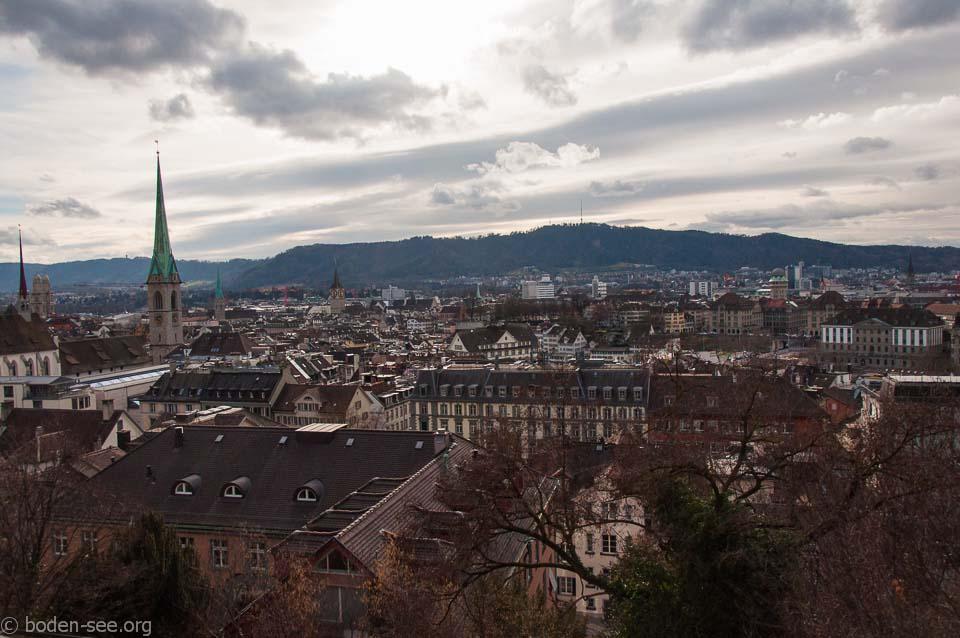 Вид на Цюрих со смотровой площадки перед университетом