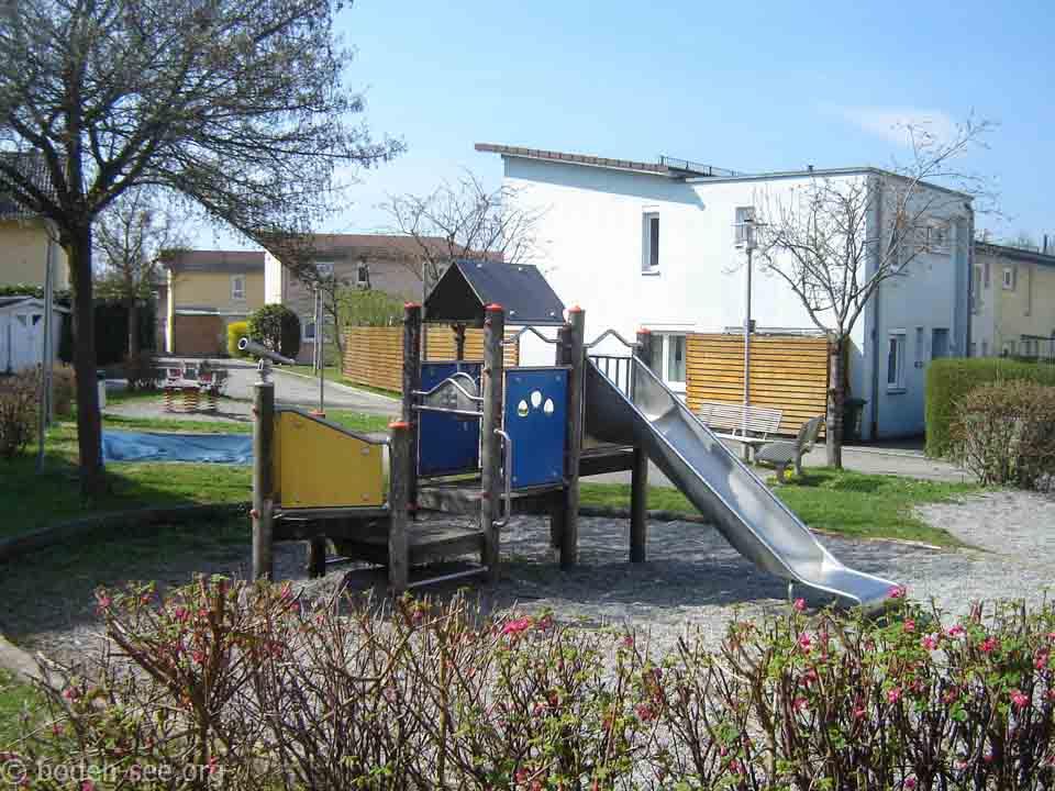 на детской площадке в Германии