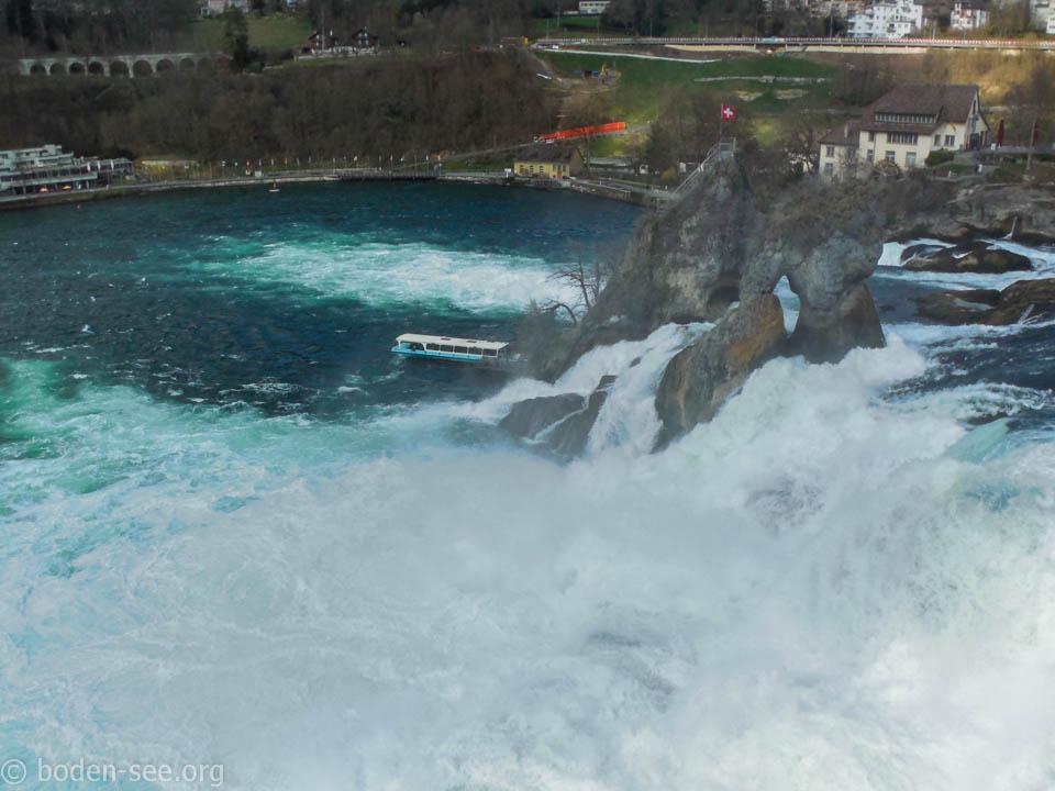 Рейнский водопад весной
