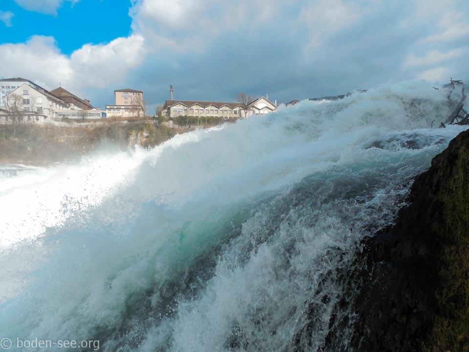 Рядом с Рейнским водопадом