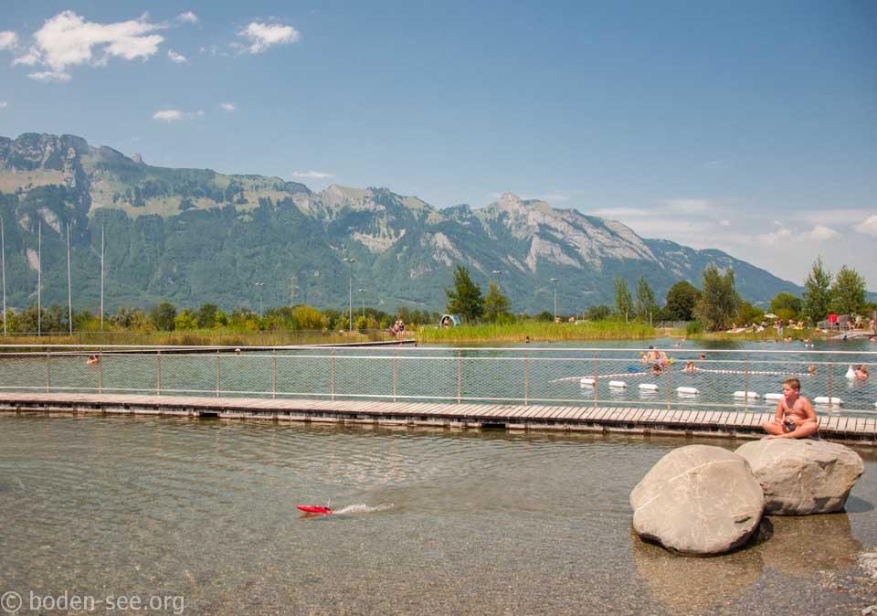 детская часть озера Badesee, Лихтенштейн