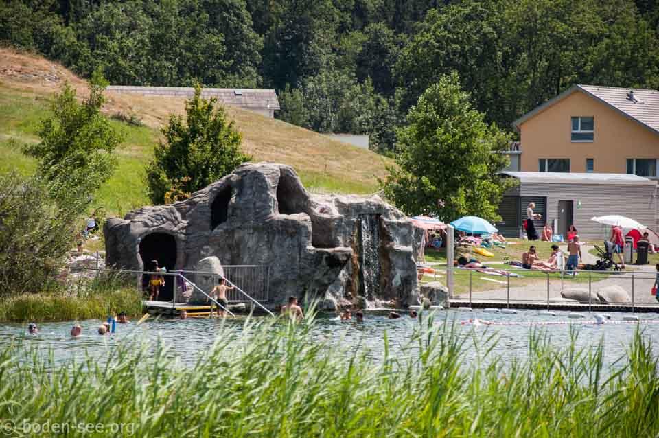 искусственная скала на озере, Лихтенштейн