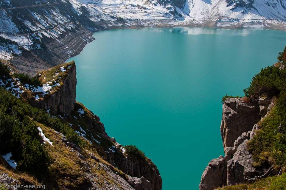 Вид на озеро с пешеходной тропы вокруг Люнерзее