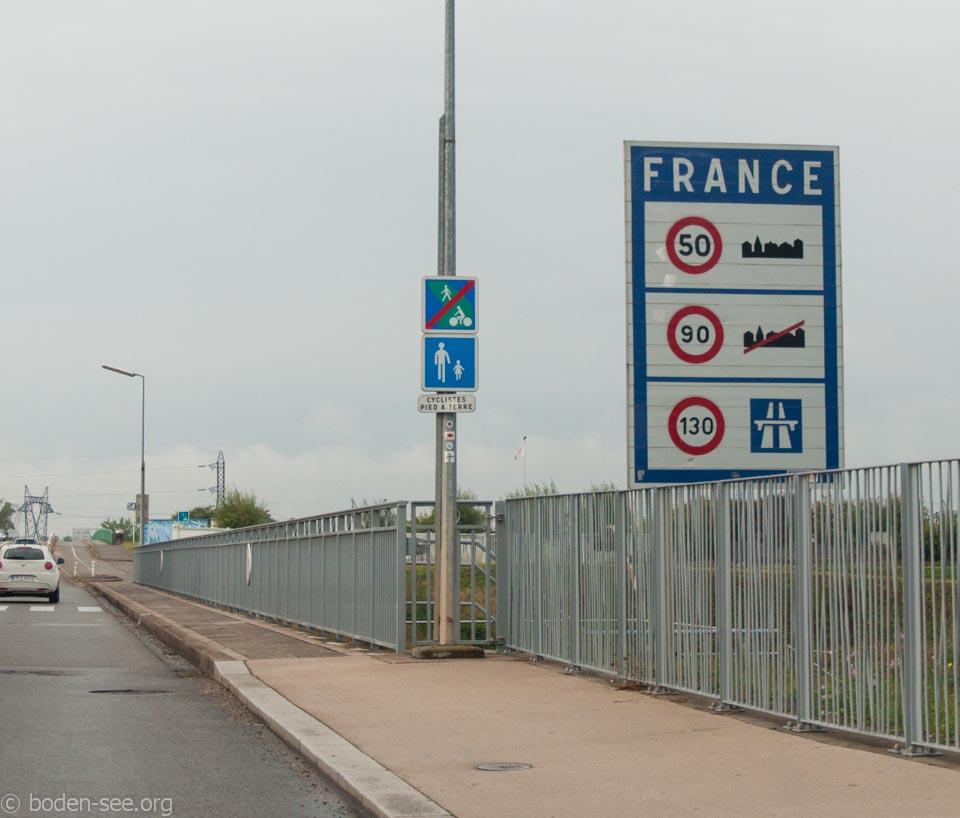 знаки во Франции
