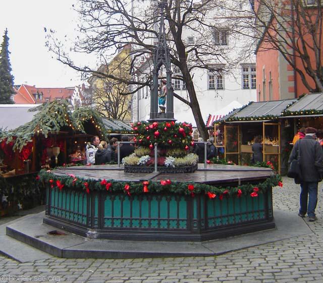 украшенный фонтан